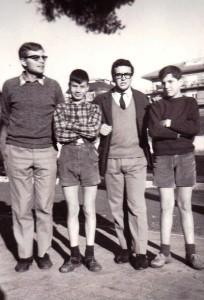 Sergio Andreatta e Renato Leti con due orfanelli all'Enaoli di Roma, 1967