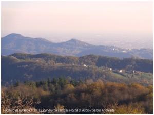 Paderno del Grappa (12), panorama verso la Rocca di Asolo.JPG